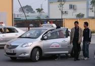 """Có """"giấy phép lái xe quốc tế"""": Muốn đi lại, vẫn phải có  giấy phép lái xe nội địa"""
