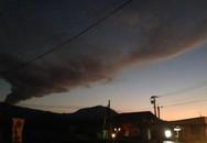 Rùng mình chứng kiến núi lửa Nhật Bản phun trào