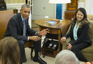 Obama ôm y tá Nina Phạm vừa khỏi Ebola