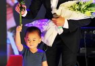 Quách Ngọc Ngoan khóc khi gặp con trai sau gần 1 năm ly hôn
