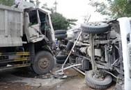 Xe tải lật nhào trên phố Trần Hưng Đạo, người qua đường khiếp vía