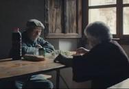 """Cuộc tình của cặp vợ chồng """"ma"""" sống trong làng bỏ hoang 45 năm"""