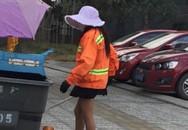 Nữ lao công mặc váy ngắn, đi giày cao gót khiến dân mạng phát sốt