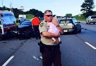 Cảnh sát dỗ dành bé gái tại hiện trường vụ tai nạn gây sốt trên mạng