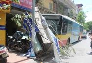 """Xe bus """"điên"""" hạ gục 6 xe máy, hàng chục người hoảng loạn trên phố Kim Mã"""
