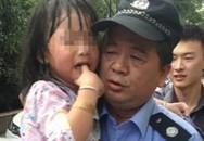 Bé gái bị bỏ quên trong ôtô may mắn sống sót