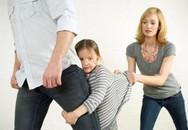 Khi mẹ dạy con bố là… kẻ thù!