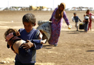 Xót xa trước cảnh ngộ thương tâm của các bé sơ sinh di cư