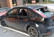 Chồng theo gái trẻ, vợ tức giận đập phá ôtô của chồng