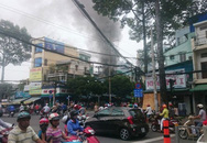 Cửa hàng điện thoại cháy lớn sau nhiều tiếng nổ