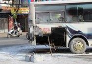 Xe ôtô 29 chỗ đưa đón học sinh bốc cháy ngùn ngụt trên phố