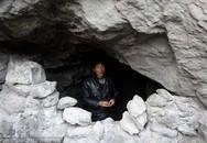 Lương 10 triệu/tháng, người đàn ông sống trong hang để tiết kiệm tiền gửi cho bố mẹ