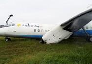 Máy bay gãy cánh, bốc khói nghi ngút
