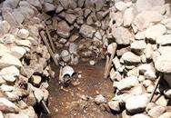 """Phát hiện hai bộ xương nam nữ trong tư thế """"yêu"""" ở ngôi mộ cổ"""