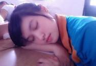 Loạt nữ sinh ngủ gật trong lớp gây bão
