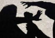 """Bé trai 7 tuổi bị ép quan hệ tình dục qua """"cửa sau"""""""