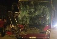 Xe khách bị đâm, 30 khách đập cửa chui ra