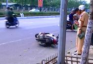 Hai mẹ con tử nạn khi tông vào vỉa hè