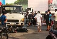 """Hãi hùng ô tô """"điên"""" đâm hàng loạt xe máy tại trạm xăng"""