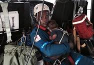 Bé sơ sinh sống sót kỳ diệu sau tai nạn máy bay thảm khốc