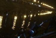 Hà Nội: Gặp 141, vội vàng nhảy xuống... sông Kim Ngưu