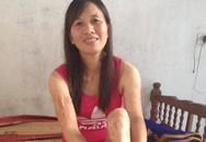 Nụ cười lạc quan của người mẹ tật nguyền nhịn cơm cho con đóng học phí