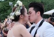 Diễm Hương hôn chồng say đắm trong đám cưới