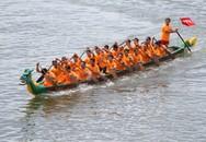 Nam nữ sôi nổi đua thuyền trên sông Hàn mừng Quốc khánh