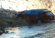 Bé 2 tuổi sống sót thần kỳ sau 14 giờ bị kẹt trong xe ngập nước