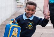 Ngày tới trường hạnh phúc của bé trai chỉ nặng 0,9kg khi chào đời