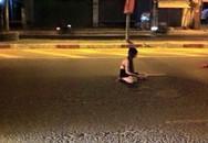 Xôn xao thiếu nữ mặc hở hang nằm giữa đường trong đêm