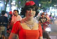 Long Nhật gây sốc khi giả gái đi giữa đường phố Sài Gòn
