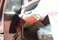 Đôi nam nữ trong xe Lexus bị tạt axít giữa phố
