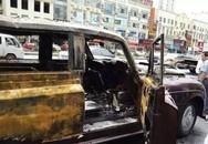 Xe hoa siêu sang Rolls-Royce bốc cháy ngùn ngụt giữa đường