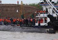Chìm tàu chở 458 người: Cứu hộ cắt đáy tàu chìm tìm người sống sót