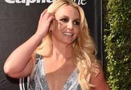 BritneySpears đọ dáng bốc lửa với em gái cô Kim