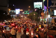 Kẹt xe kinh hoàng đường ra sân bay Tân Sơn Nhất