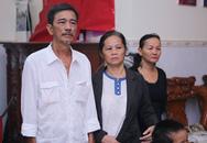 Cha mẹ nuốt nước mắt đưa MC Quang Minh về nơi an nghỉ cuối cùng