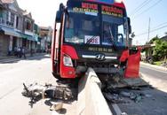 Tránh người qua đường, xe khách tông chết người