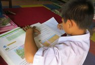 Học sinh lớp 4 đọc chữ không rành