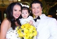 Hai con gái Dustin - Bebe lần đầu tiên xuất hiện trong đám cưới bố mẹ