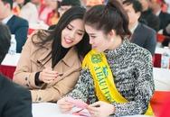 Huyền My thân thiết với Nguyễn Thị Loan