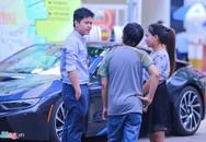 Hôn phu của Midu đi xe sang đến hội chợ