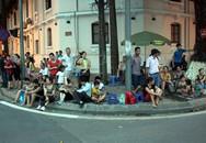 Hàng vạn người háo hức đợi xem đoàn diễu binh