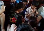 """Chen lấn """"bẹp ruột"""" trên tàu hỏa về Hà Nội"""