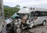 Xe chở đoàn du lịch đâm đuôi ôtô tải, 9 người thương vong