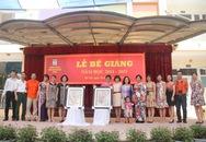 Trường tiểu học mở hội chợ đấu giá từ thiện