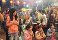 Người Sài Gòn tấp nập đi chùa xin lộc đầu năm
