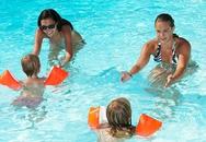 Cho trẻ học bơi ở đâu, mấy tuổi học là vừa?