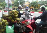 Bưởi quê 8.000 đồng bán rong ở Hà Nội